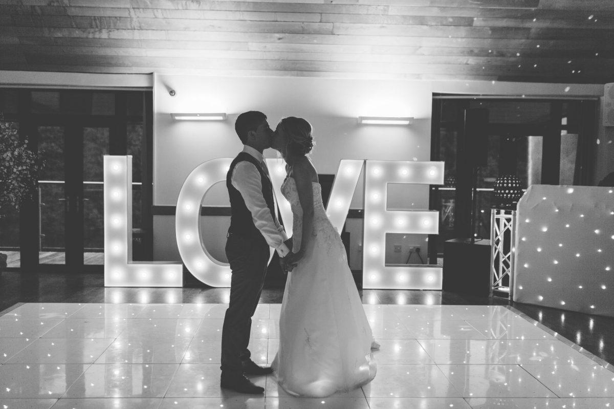 welsh_wedding_photographer_rachel_lambert_photography_canada_lake_lodge_michaela_haydn_ 103