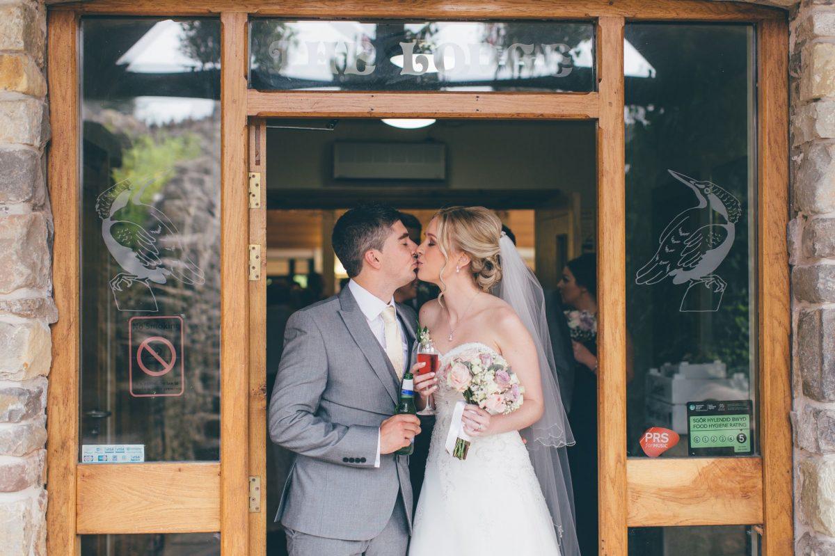 welsh_wedding_photographer_rachel_lambert_photography_canada_lake_lodge_michaela_haydn_ 67