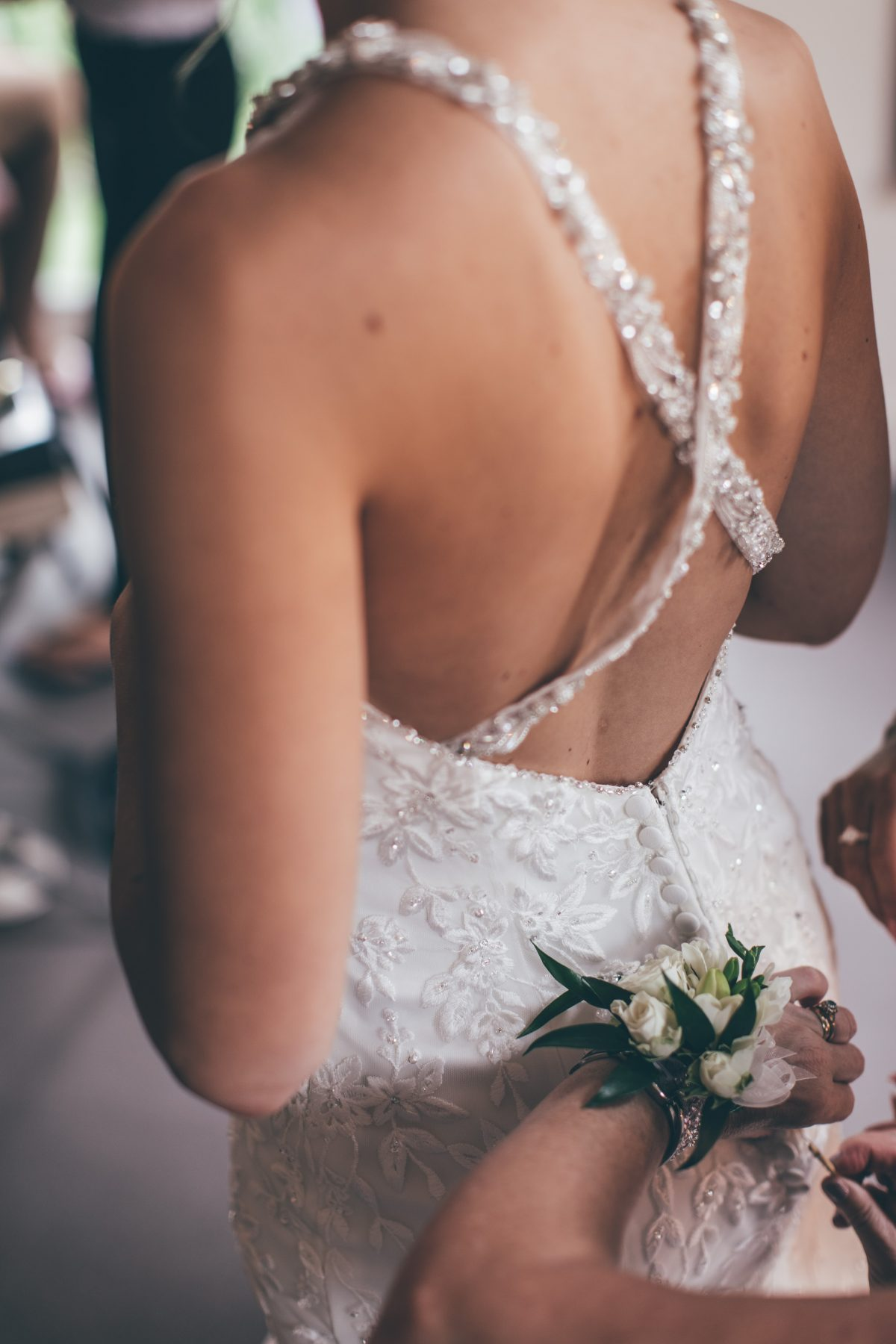 bridal preparation at hyde house barn rachel lambert photography