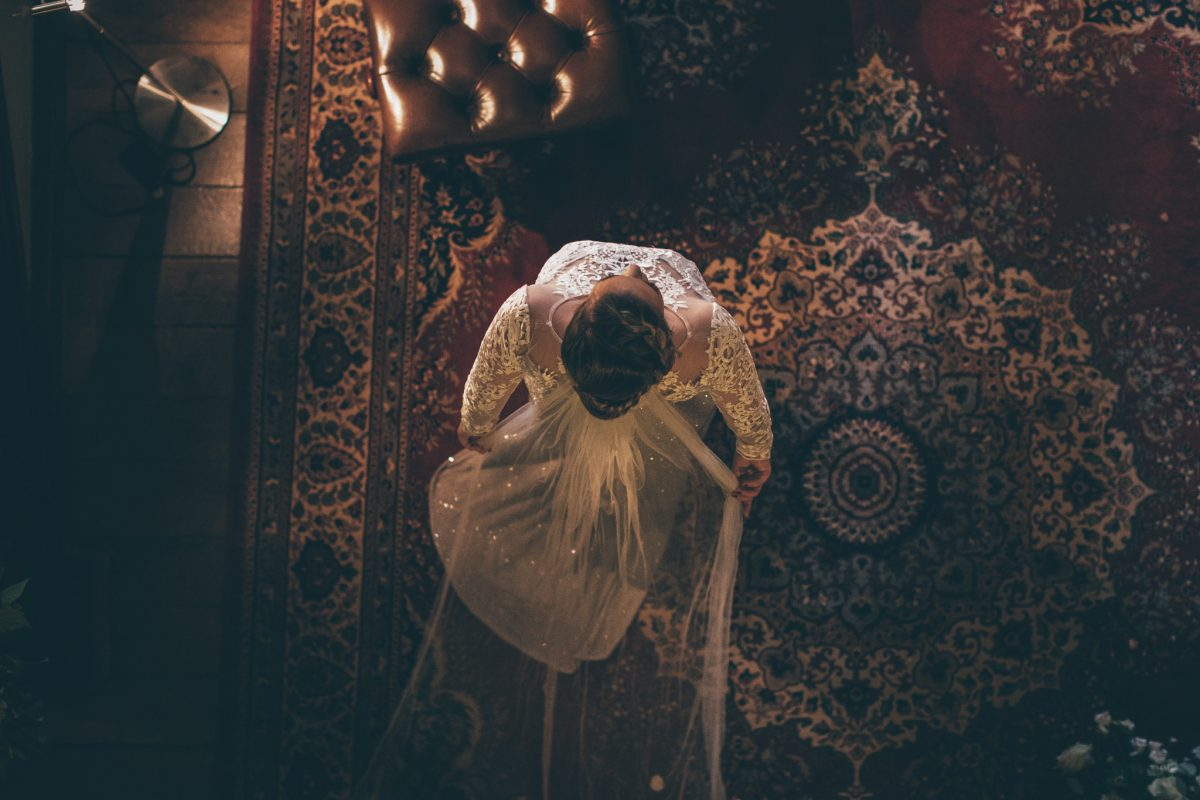 bride with long veil rachel lambert photography