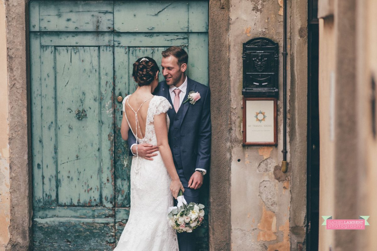 bride and groom portrait wedding in italy colour cortona tuscany green door