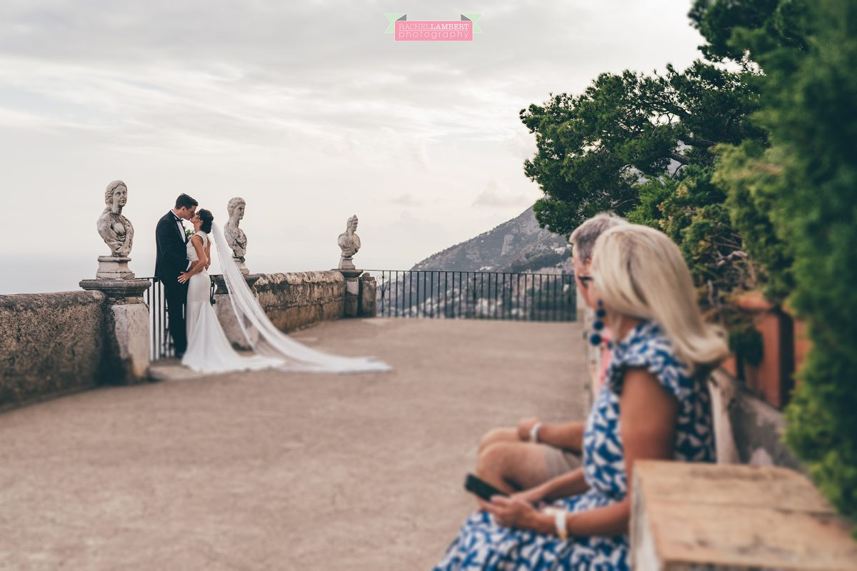 villa cimbrone ravello amalfi wedding photos bride and groom